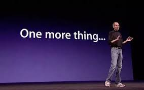 steve jobs apresentando pitch fundo roxo e frase one more thing